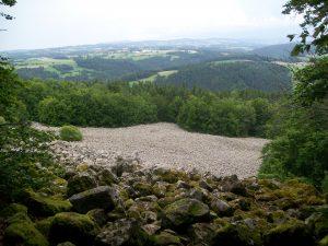 A 5kms : L' éboulis de Bourianne...