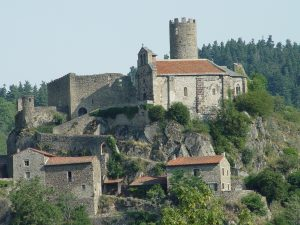 A 2kms : Château et Chapelle de Chalencon