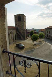 Place de l'Église vue d'une chambre.